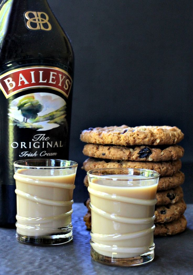These Oatmeal Cookie Shots are the perfect, boozy dessert drink! They taste just like the real thing!