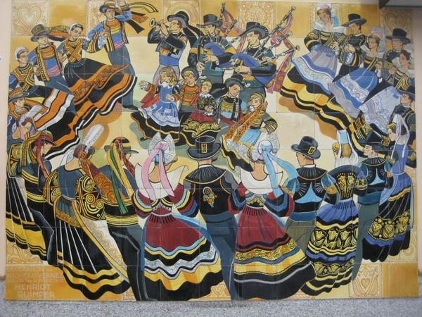 fresque de l'artiste Micheau-Vernez réalisée par les faïenceries Henriot