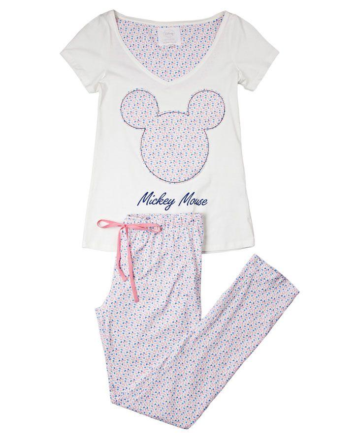 En #womensecret de #Bogota pijamas y ropa para #dormir de #Disney #characters.