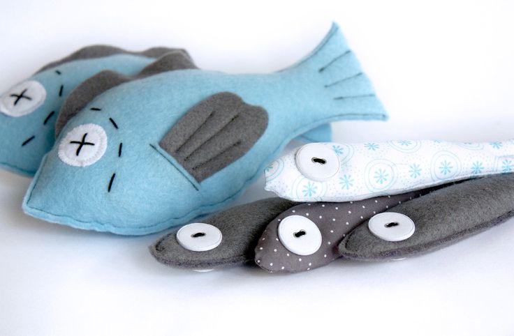 Heute gibt es frische Fische im Kaufladen – frisch genäht aus Filz und Stoff. Ganz schnell gemacht und garantiert geruchsneutral.  Die A...