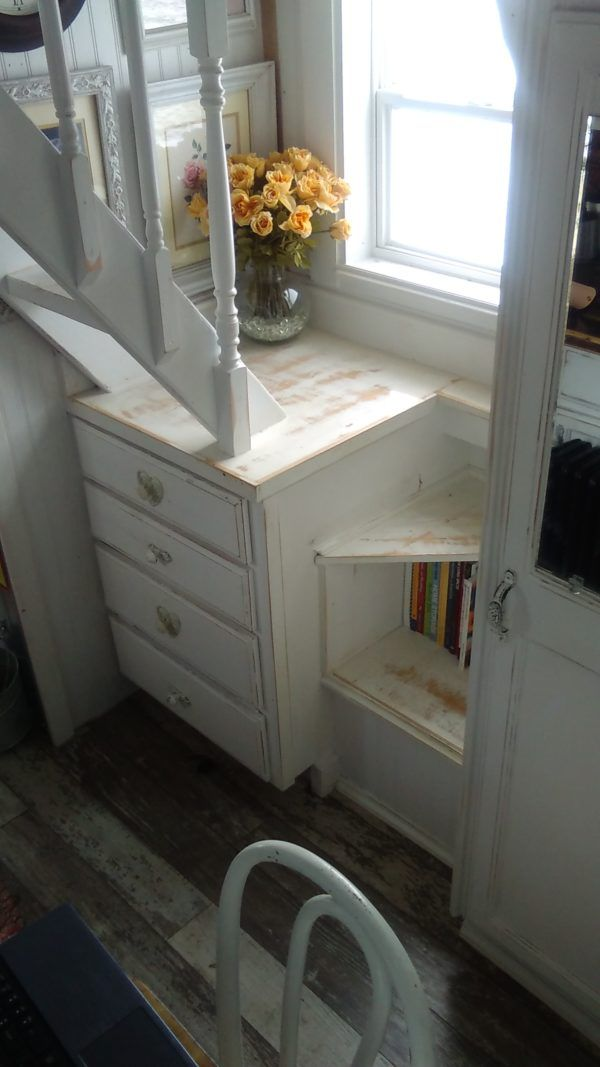 ##/ love the white distressed texture!! (Michelle's Pawsitively Tiny House: More Pictures!)