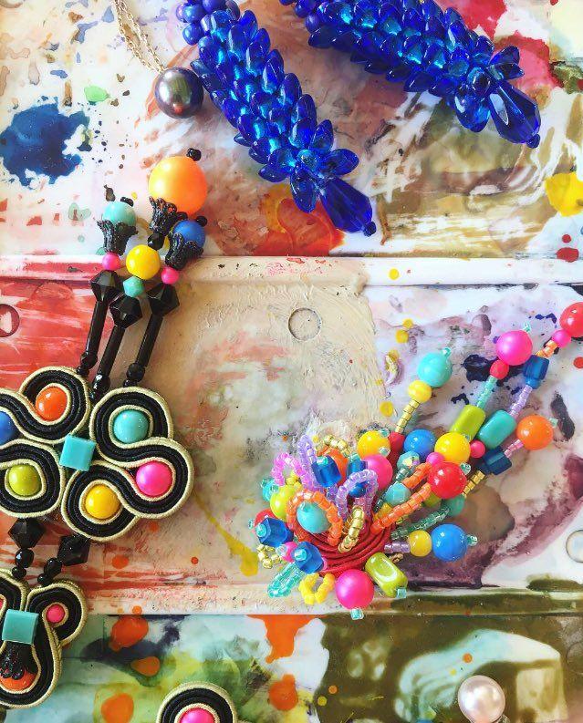 Bellissima immagine con gli orecchini di Dori Csengeri #AIBIJOUX #DoriCsengeri #fashionjewelry #gioiellidautore