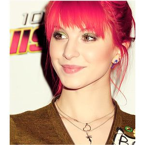 Hayley Williams looks SO GOOD with reddish-pink hair. Our shade Red Passion will get you a similar look.