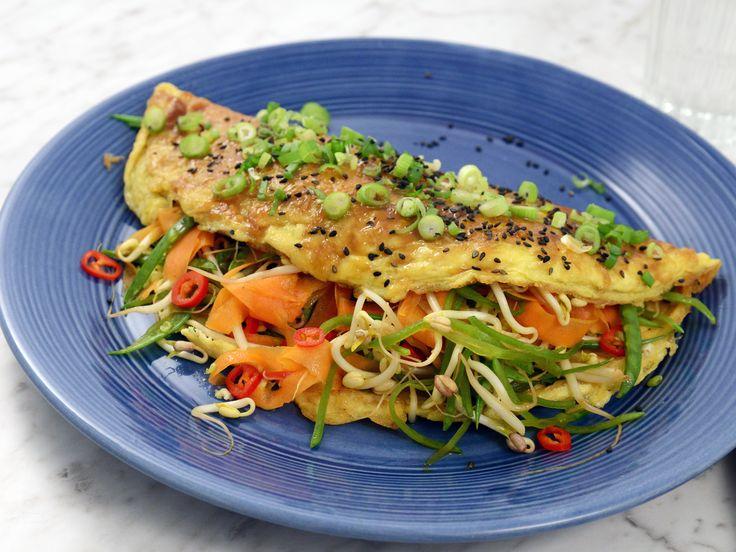 Snabb omelett med grönsaker, sesam och ingefära | Recept från Köket.se