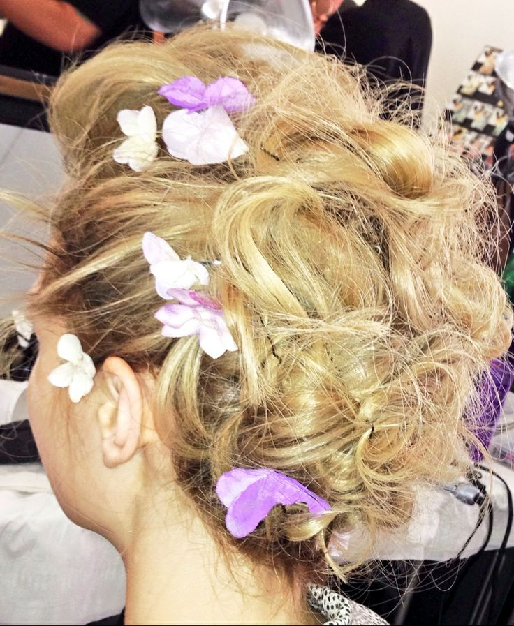 The floral, whimsical hair of @Zac Posen SS 2014