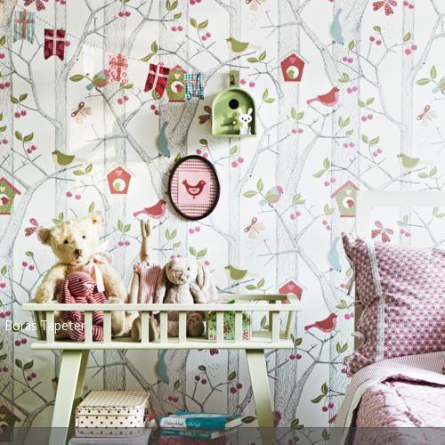 Kinder lieben es, sich in andere Welten zu träumen. Wenn man das Kinderzimmer aalso mit Tapete gestalten möchte, sind Mustertapeten ideal. Ganz einfach entsteht…