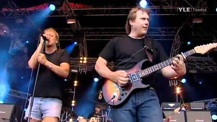 Eppu Normaali feat Iiro Rantala - Kun olet poissa (Ilosaarirock 2010)