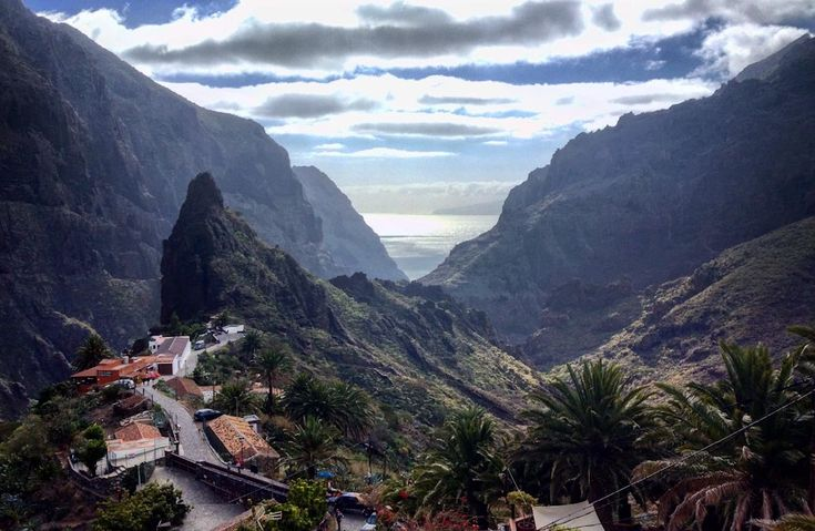 There are plenty of things to do in Tenerife that would satisfy any picky person and it is a perfect place for a short holiday.