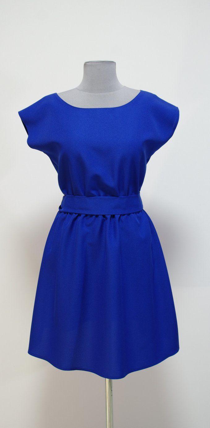 Платье цвета электрик синий