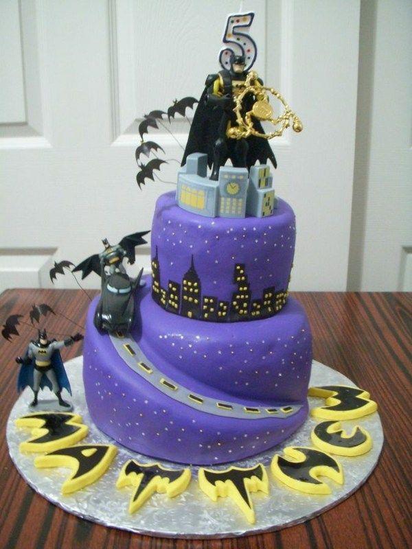 Figuren aus Marzipan und Zuckerguss Fliedermaus Gotham City Geburtstagstorte