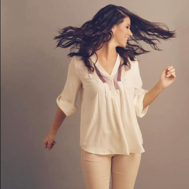 Photoshoot fun in a J.Lo blouse and Vera Wang pants!