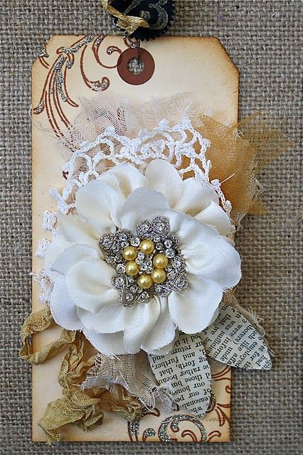 lovely: Idea, 23 Flowers, Ribbons Flowers Tutorials, Handmade Tags, Gift Tags, Gifts Tags, Swings Tags, Fabrics Flowers, Ribbon Flower