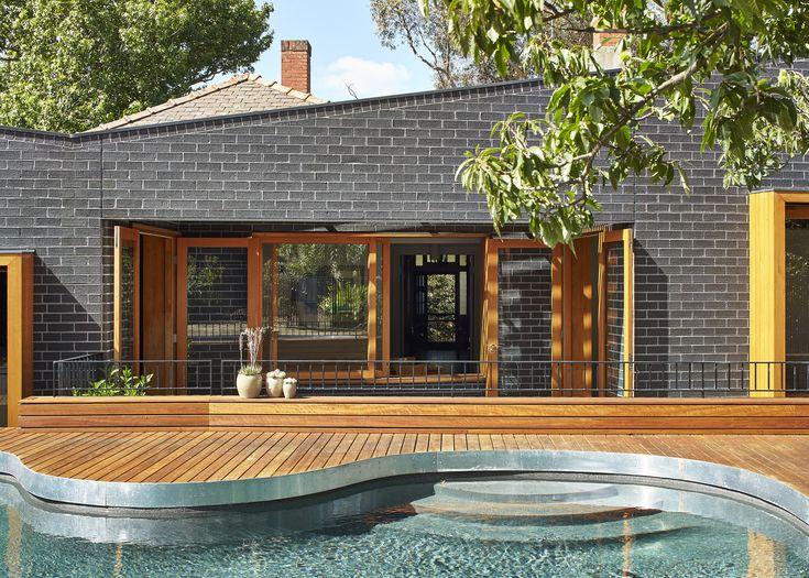 Architect: Make Architecture Photography: Peter Bennetts Bricks: Graphite  Rosebank House