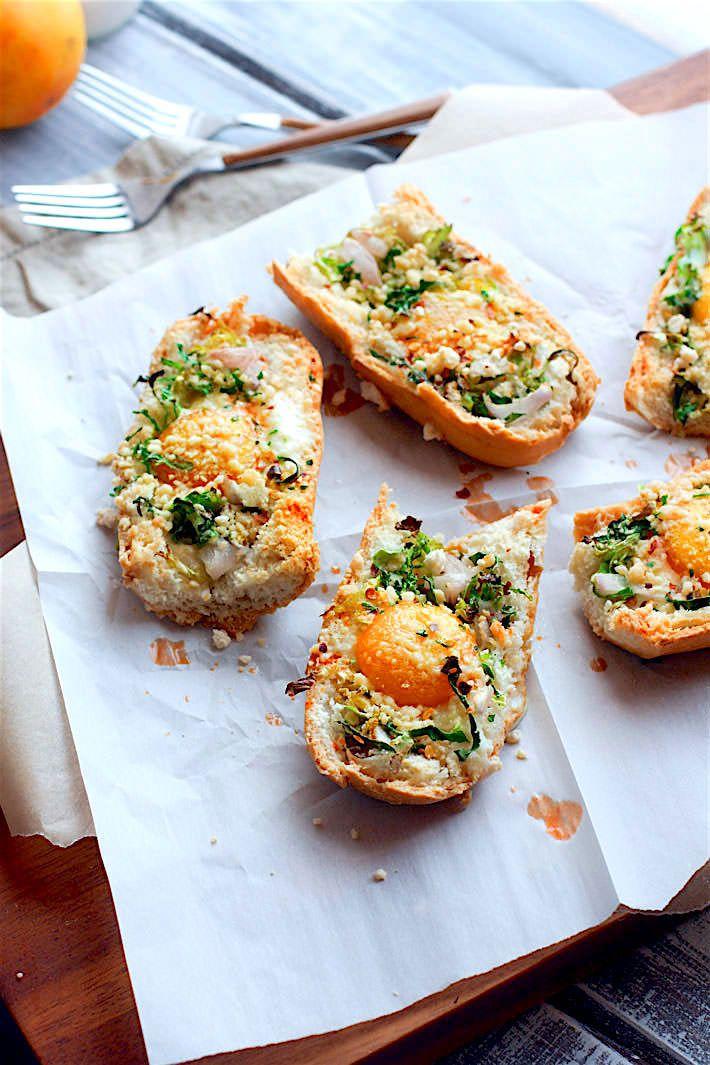 Healthy and gluten free Vegetable Stuffed Baked Egg Boats! For breakfast, brunch or dinner! These veggie packed baked egg boats…