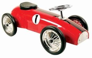 Marquant Formule 1 8605 Red, Metalen Retro Loopauto. Gebaseerd op de stijl van formule 1 wagens van vroeger, is deze kinderreplica een prachtig exemplaar voor jong om zich heerlijk mee te vermaken of voor oud als een verzamelobject. Een kind kan zich met deze wagen leuk een snelheidsmannetje voelen door het authentieke uiterlijk.