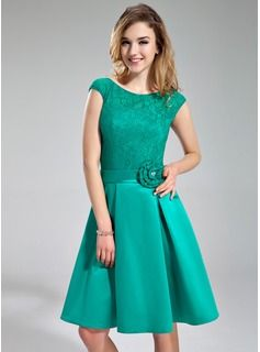 A-Line/Princess Scoop Neck Knee-Length Satin Lace Bridesmaid Dress With Beading Flower