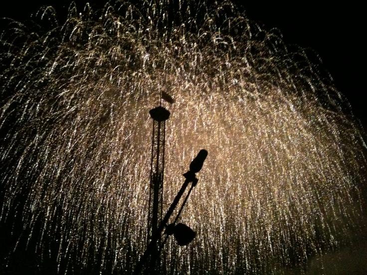 Google Image Result for http://images.travelpod.com/tripwow/photos/ta-0099-9b2c-5e70/firework-rain-montreal-canada%2B1152_12765991887-tpfil02aw-12041.jpg