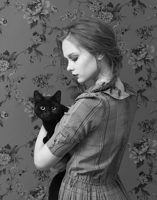 Love the quirky vintage feel: Photos, Girls, Black And White, Pet, Kitty, Blackcat, Black Cat, Photography, Animal