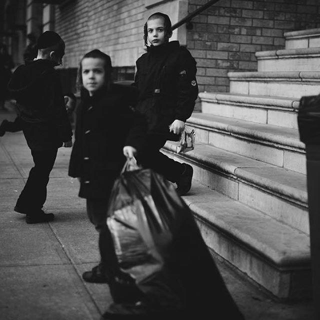 #brooklyn #beautifuldestinations #destination #roadtrip #bwphotography #bw #creativephotography #creativephotographer #travel #people #children #storyteller #elegance #instatravel #instadestination #instagood #instadaily #instamood #instalike #instapic #cp_sofikitis #instalifo #people #photojournalism #urban #newyork #children