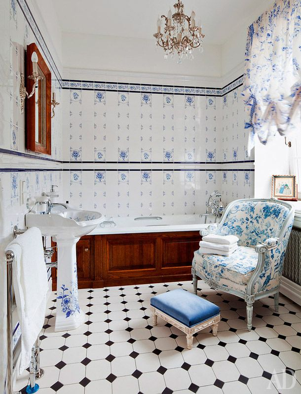 Дом в Подмосковье, 450 м², дизайнер Тина Камчатнова