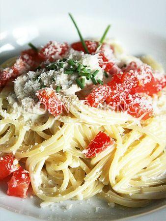 Spaghettis à la crème, champignons et tomate fraîche