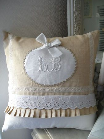 Coussin_40_x_40_Lin_et_Blanc__3_; use some hand embroidered or tatted lace from grandmothers