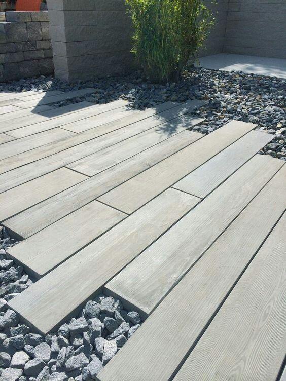wood planks were installed instretcher bondpattern─ #garden #outdoor #path #modern #pathway #design
