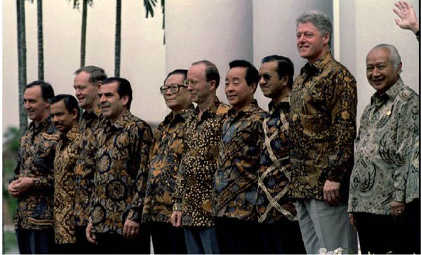 APEC Summit in Bogor, Indonesia in 1994, with US President Bill Clinton and others wearing batik shirts.