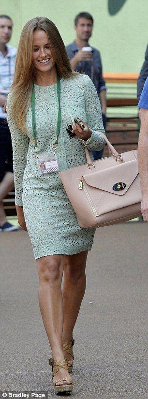 Andy Murray's girlfriend Kim Sears stuns in green Victoria Beckham dress at Wimbledon | Mail Online