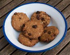 Keten Tohumlu Yulaf Ezmeli Yumurtasız Kurabiye - Fügen Büke #yemekmutfak Bu kurabiyenin özelliği yumurta yerine öğütülmüş keten tohumu kullanılmış olması. Ayrıca içinde yulaf ezmesi, pekmez ve kuru üzüm olan çok sağlıklı ve lezzetli bir kurabiye.