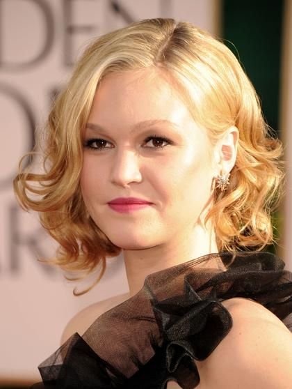 Julia Stiles rocks a gorgeous head of curls at the 68th Annual Golden Globe Awards.