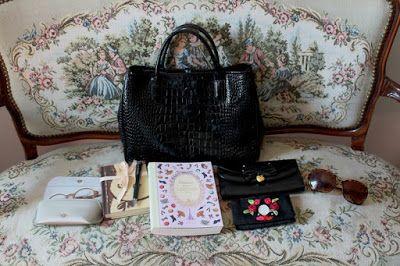 Päivänvarjon alla: What's in my purse?