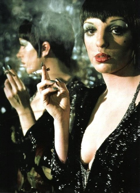 LIZA MINELLI and her green nails <3