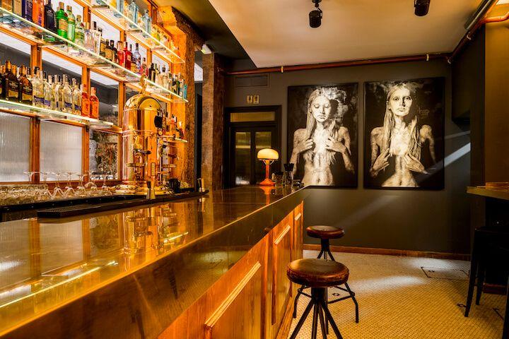 Decadente--》Un sorprendente espacio que llega dispuesto a revolucionar el barrio de Las Letras con cocina non stop, picoteo informal y cócteles de lo más creativo