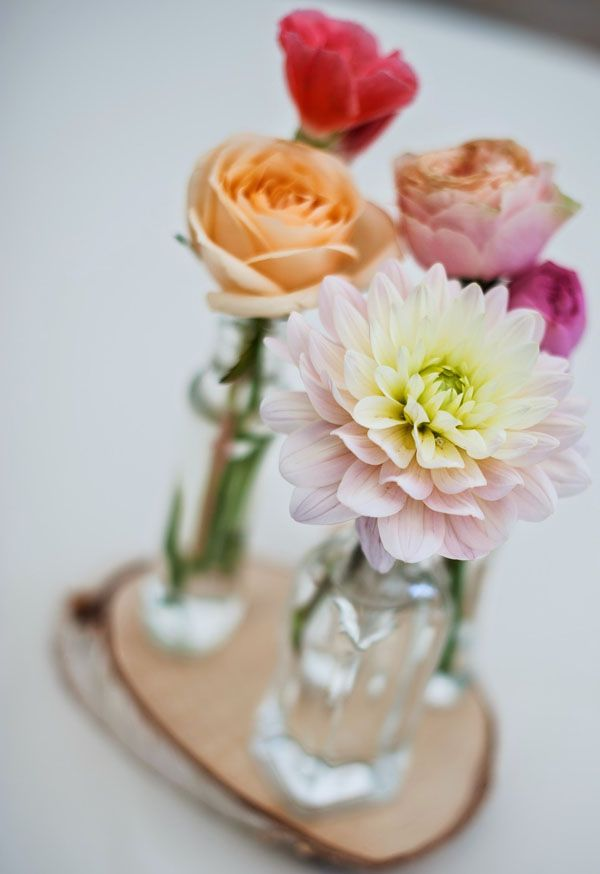 dahlias and roses in glass bottles // more on http://weddingwonderland.it/2014/11/matrimonio-country-shabby-chic.html