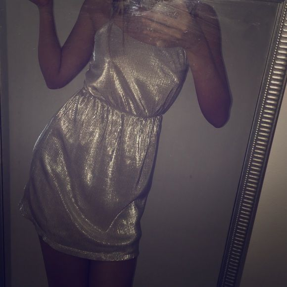 Nwot Forever 21 Metallic Party Cocktail Dress F21 New without tags! Pleated metallic party dress Forever 21 Dresses Mini