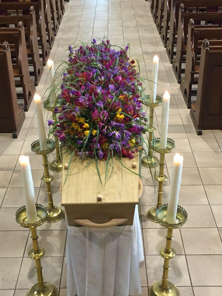 Flowers & funeral afscheidmetbloemen kistbedekking rouwbloemwetk