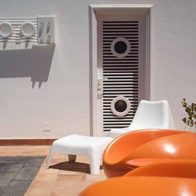 Back To The Seventies Vintage Decor Furniture Surrounding The Outdoor Pool In Cesar Manrique House Museum Vintage De Furniture Decor Vintage Decor Decor