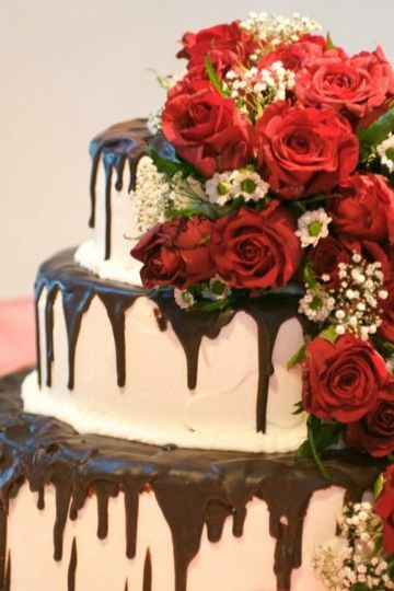 Chocolate Drizzle Cake with Fresh flowers