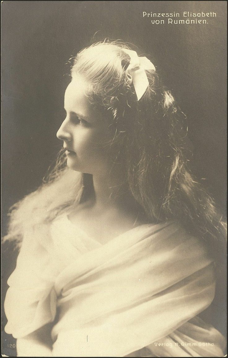 'Prinzessin Elisabeth Von Romanien.'  Elizabeth as a young girl.  Part of a series of dramatic photos taken of the Romanian royal family.  She was for a time Queen of Greece as the wife of King George II.