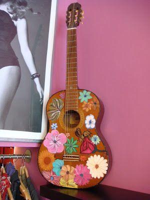 Blooming - Boutique donna - Bari: Una vecchia chitarra ferita