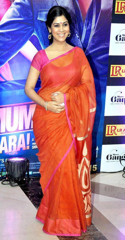 Sakshi Tanwar in red saree and loose bun at Ekta Kapoor's Iftar bash. #Bollywood #Fashion