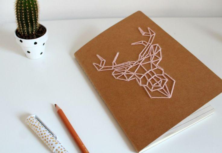 J'ai fait un carnet avec un petit cerf  brodé geometrique . Super pour un cadeau de Noel !