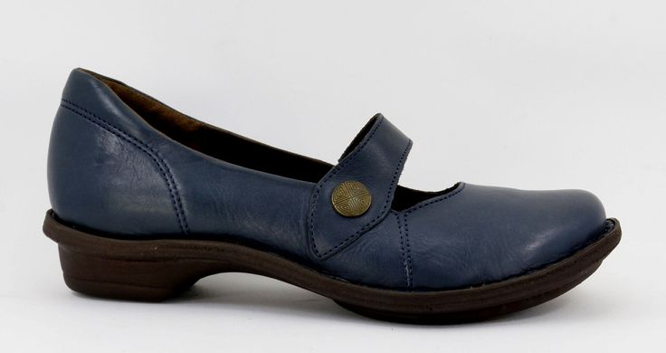 Tsonga Relaxa Ocean Navy Nampa, Handmade Genuine Leather Shoe. R 939. Handcrafted in Pietermaritzburg, South Africa. Code: TLUB066 003 See online shopping for sizes. Shop for Tsonga online https://www.thewhatnotshoes.co.za/ Free delivery within South Africa.