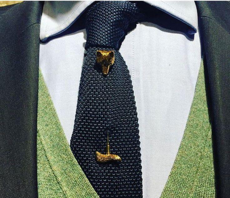 Wolf tie pin
