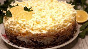 Блюдо из печени и яблок настолько ароматное и вкусное, что просто не передать словами. Сочетание кислых яблок, терпкого лука и соленого сыра настолько необыкновенное, что даже дети едят салат с удовольствием.