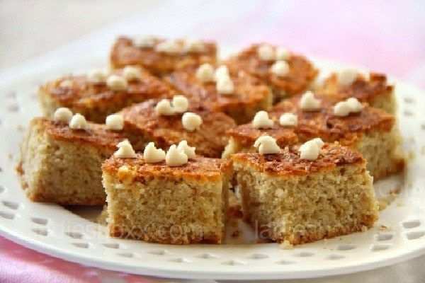 Pie Diet For Losing Weight Recipe with apples, eggs, low-fat yogurt, soda, rolled oats, semolina, cinnamon, raisins