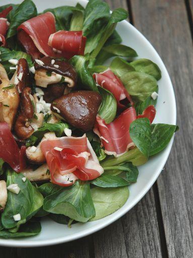 Salade de mâche, champignons et canard : Recette de Salade de mâche, champignons et canard - Marmiton