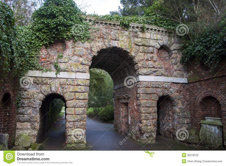 stone-gate-kew-garden-london-36218122.jpg (1300×953)