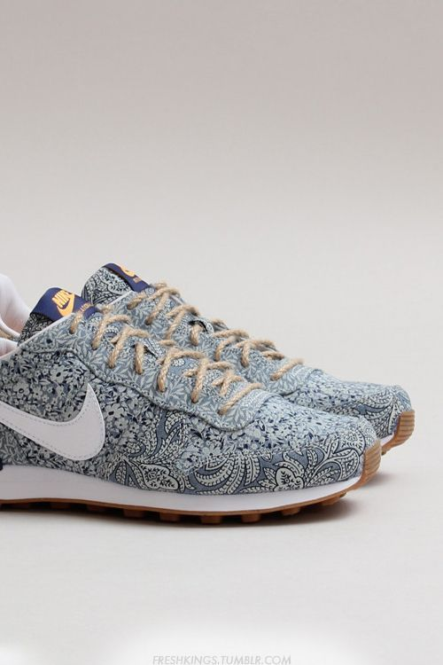 Freshkings: Nike Womens Internationalist LIB QS Idk how I feel about those  laces though
